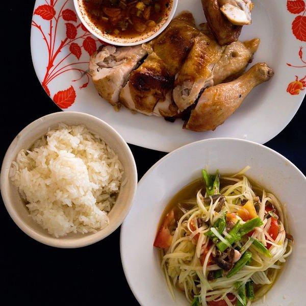 Som_tam_khao_niao_kai_yang-Thai-Cusine